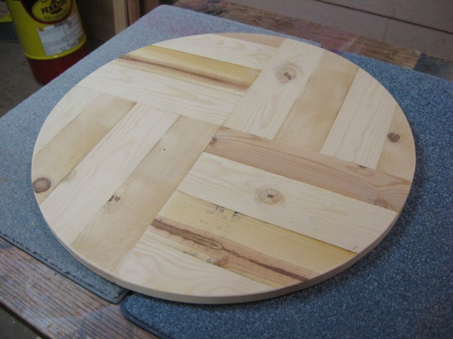 Стол из плетеного дерева Своими руками